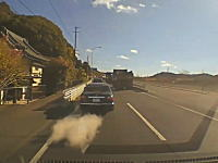 このドライブレコーダーちょっとワロタwwwなぜそこまで怒っているんだ?www