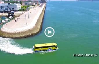 Lisboa: o autocarro que também anda na água!