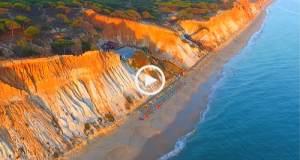 Fantástico pôr do sol na Praia da Falésia (Ultra Alta Definição)