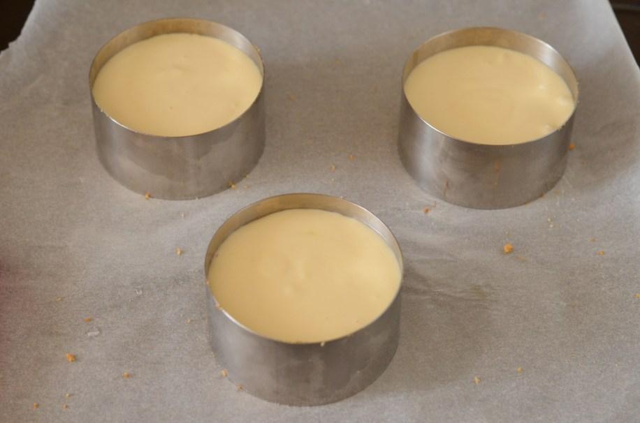 inoxové kroužky naplníme cheesecake směsí