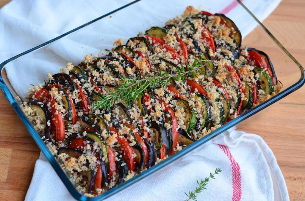 Francouzský tian s letní zeleninou