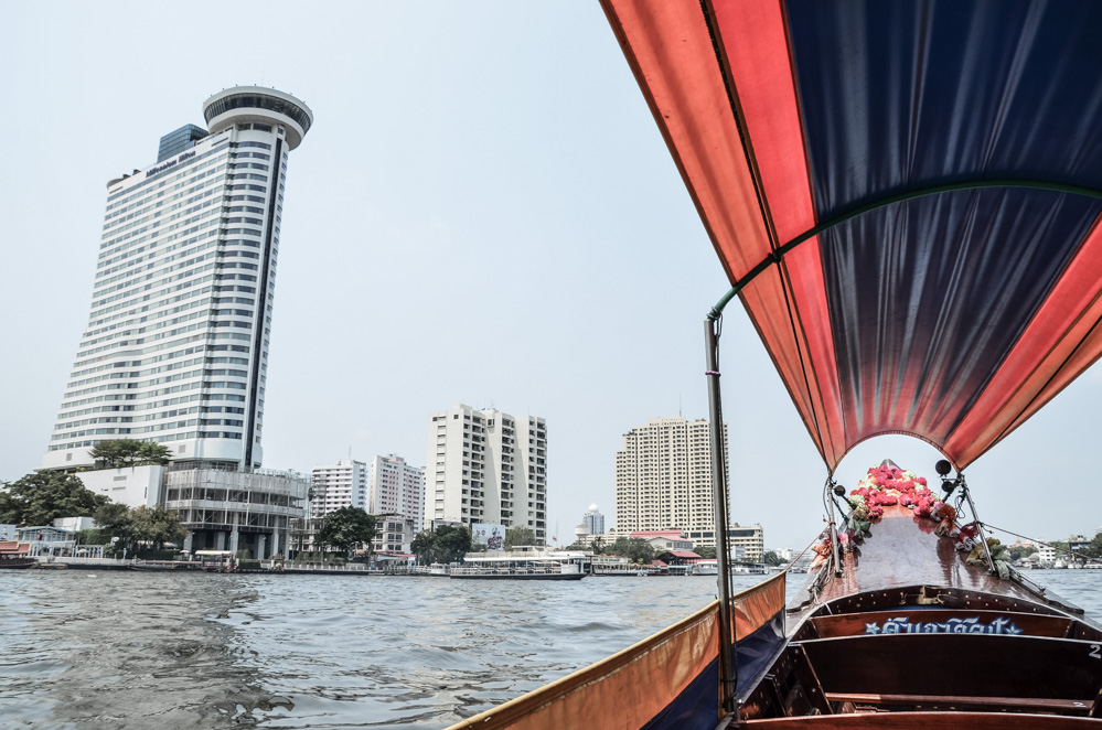 If you travel to Bangkok, I strongly recommend you to do this Chao Phraya River boat tour in order to experience the city´s waterways and observe the life.
