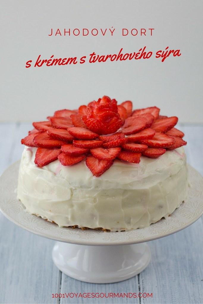 Jahodový dort je vrstvený růžový dort s kousky jahod a krémem ze smetanového sýra Philadelphie (cream cheese frosting), zdobený plátky jahod.