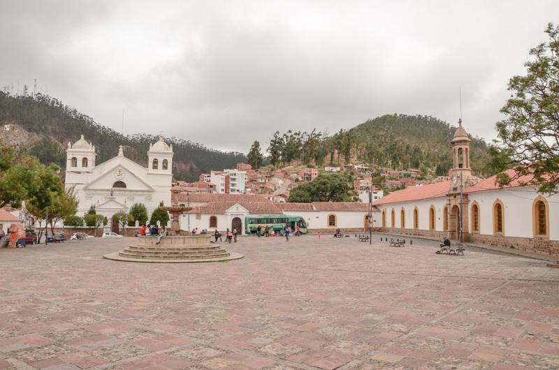 Dneska přidám článek přímo z mého cestovatelského deníku o tom, jak jsme strávili den v Sucre, nejkrásnějším městě Bolívie a co jsme tu viděli. Pěkné čtení!