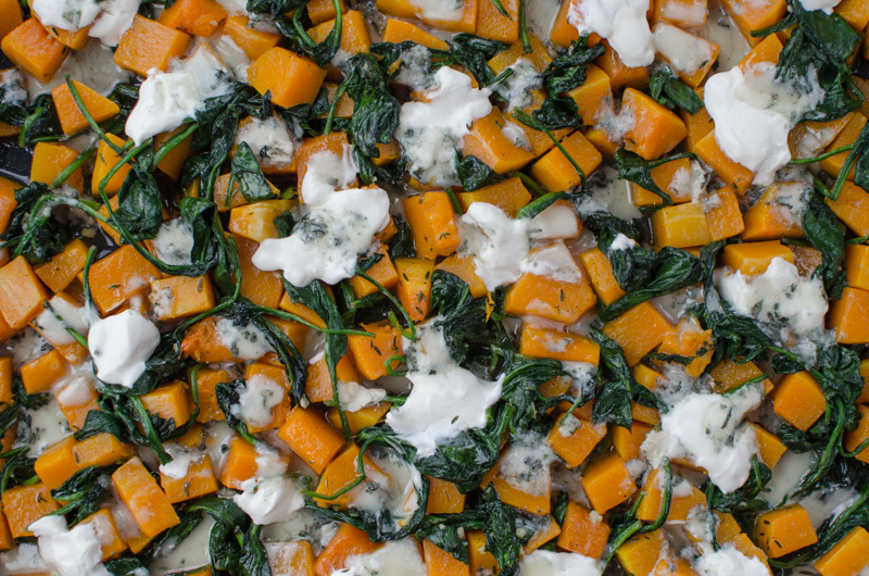 Today I have another delicious autumnal vegetarian meal that is a great mixture of butternut squash, spinach leafs, and blue cheese.