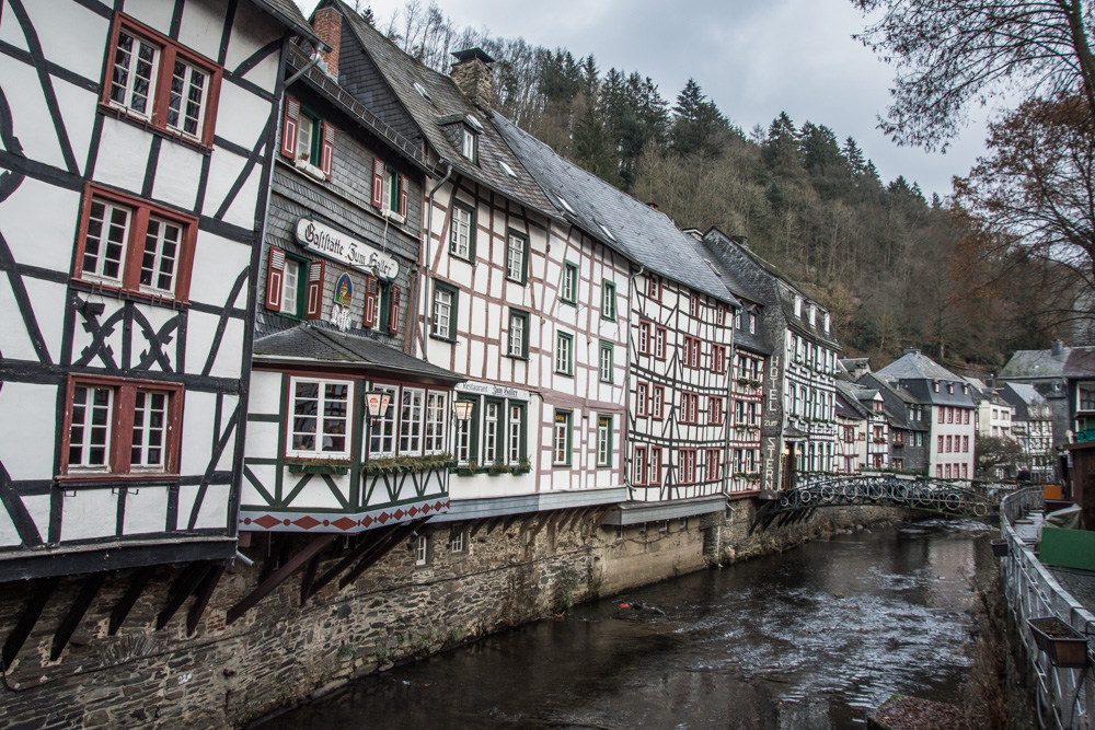 Christmas market in Monschau, one of the most charming German towns, is definitely a good reason for a day trip from Brussels!