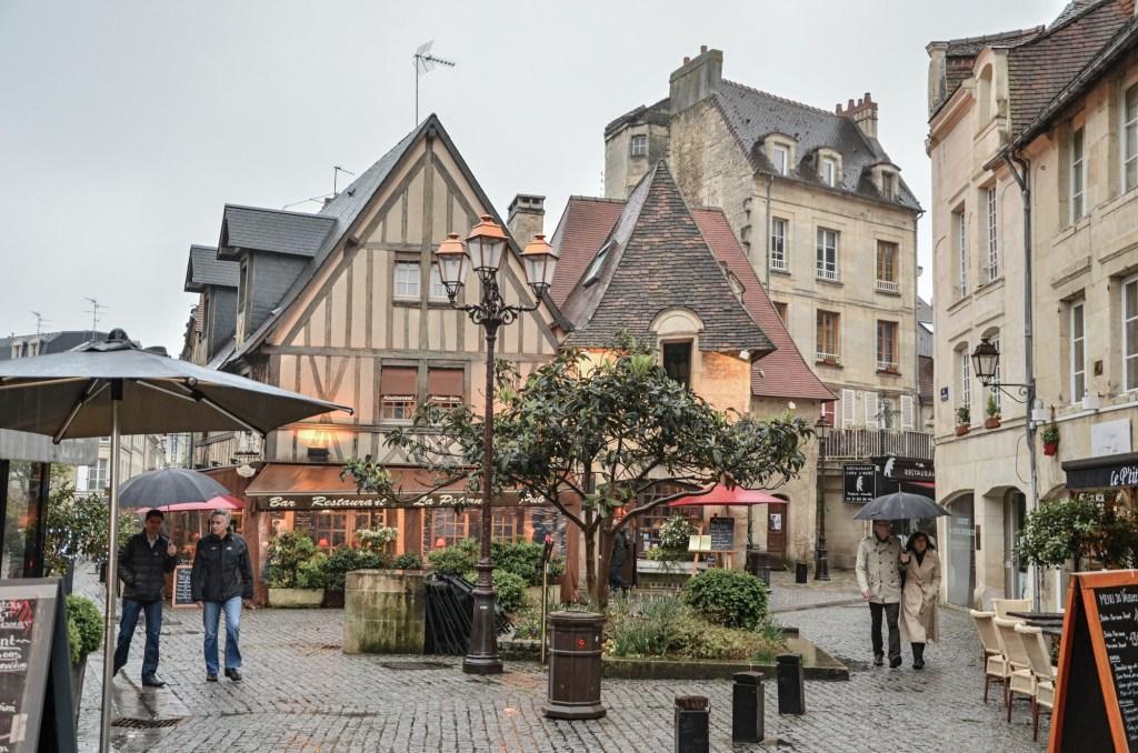 Před pár lety jsme během jednoho prodlouženého květnového víkendu udělali výlet do Normandie. Za 4 dny jsme stihli Deauville, Mont Saint Michel, tzv. pláže D-dne, Caen a Honfleur. Byl to fajn výlet a tady je o něm něco málo pro ty z vás, kteří přemýšlíte, že se tam také vydáte.