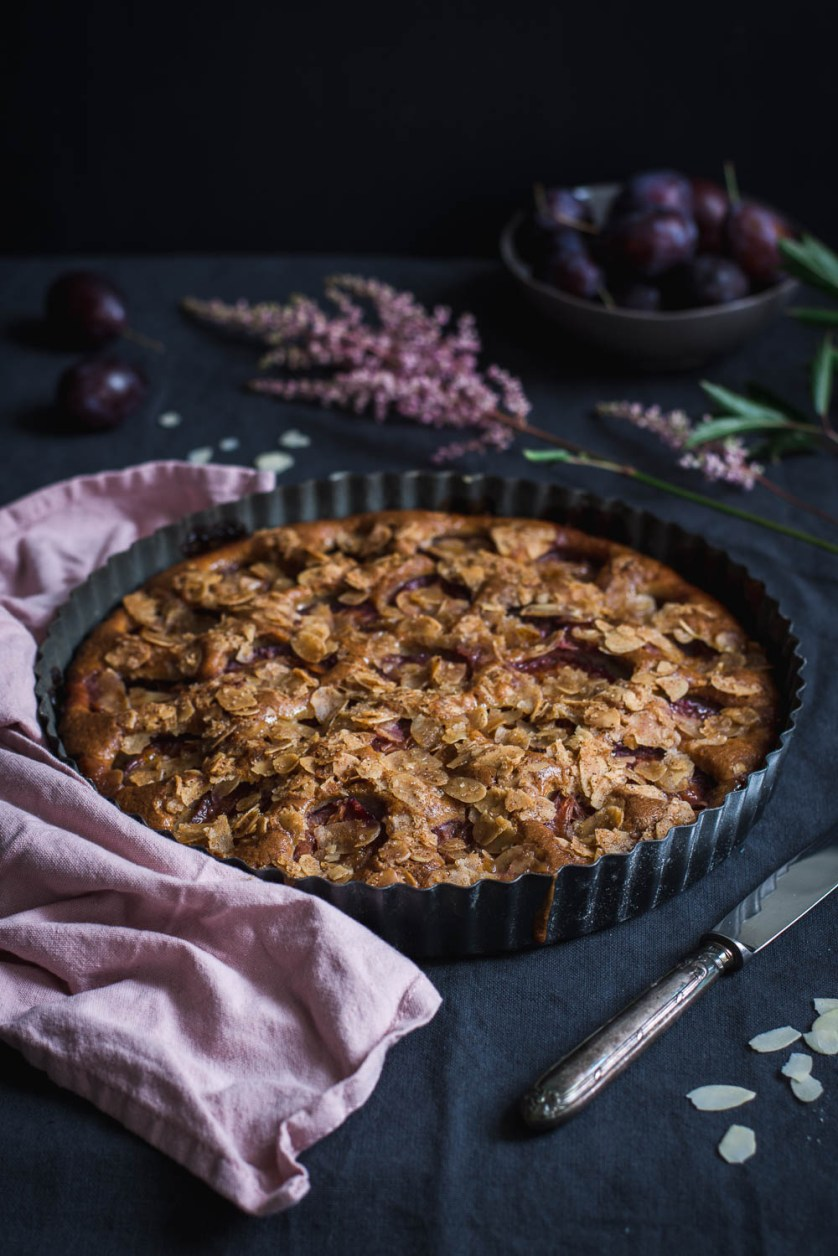 The end of summer brings us not only colder and shorter days, but also plums! And how else to use them than to make this delicious Almond Plum Cake?