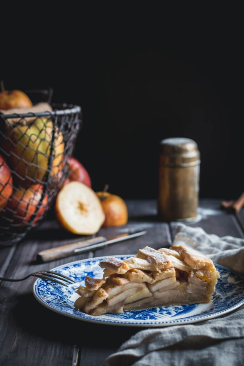 """Here I share a recipe for the Dutch Apple Pie as I like it, hoping that it will make your dark and cold autumn days more """"gezellig"""" (cosy)."""