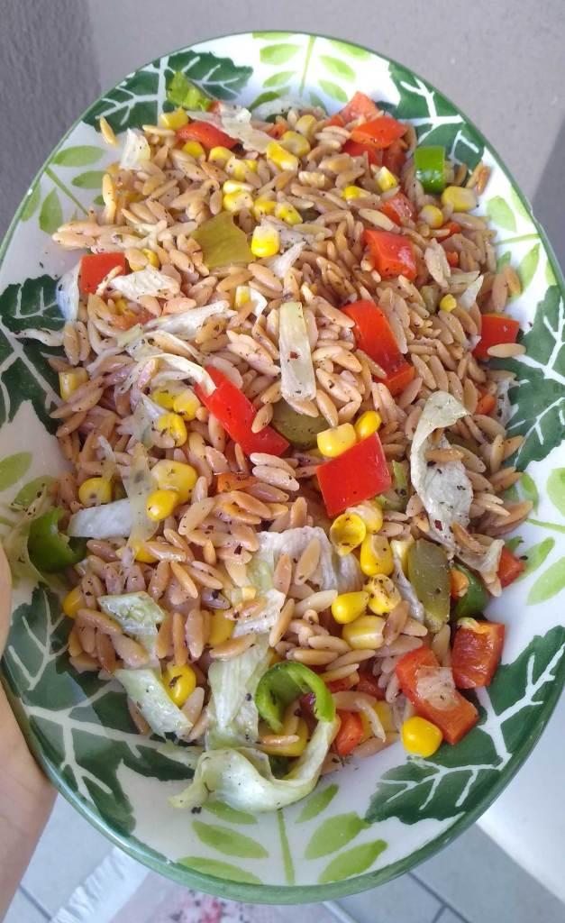 Arpa-sehriye-Salatasi-tarifi-nasil-yapilir-kac-kalori-nefis-kolay-salata-tarifleri-1001yemektarifi