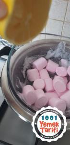 Marshmallow ile şeker hamuru yapımı