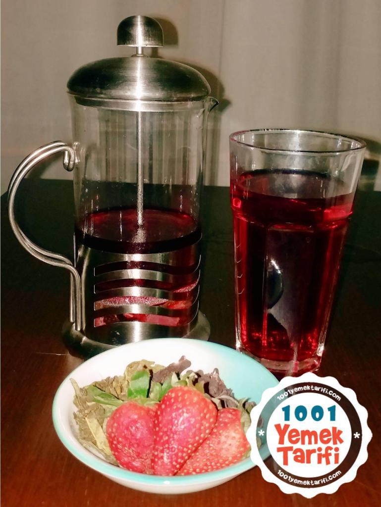 Çilekli yeşil çay tarifi