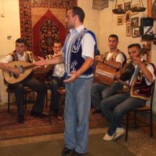 O Duduk e o Oud são dois instrumentos que formam parte da rica tradição musical armênia.
