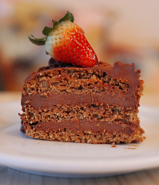 Bolo Recheado de Chocolate Low Carb - Foto: Tiago Mattos