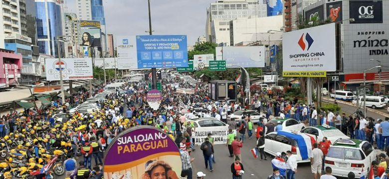 Manifestação na Ponte da Amizade pela reabertura total da fronteira ABC Color