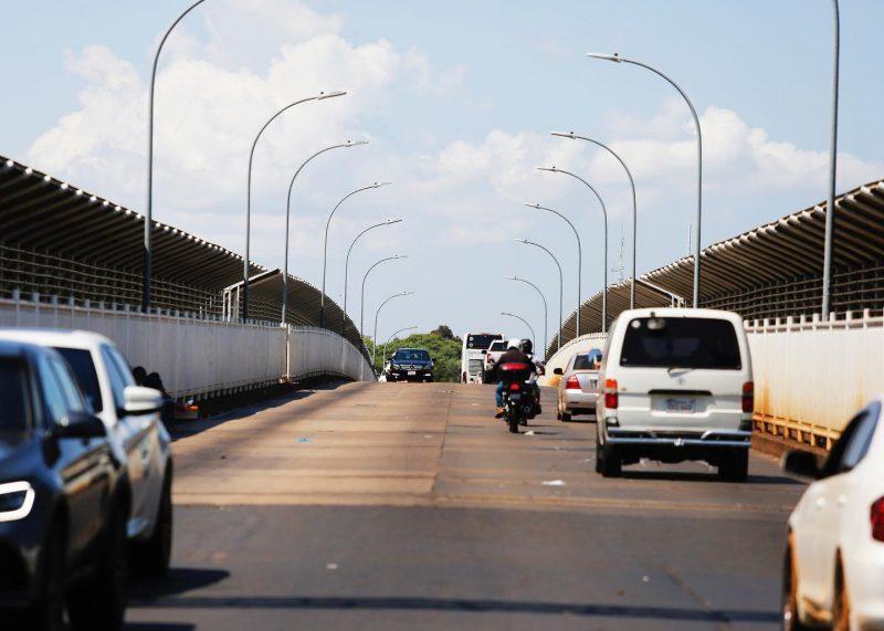 Ponte Internacional da Amizade com carros