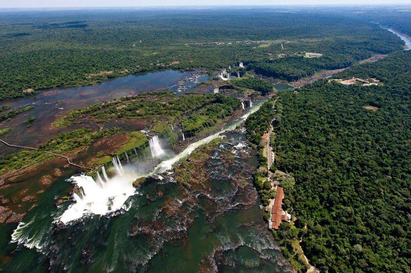 Vista aérea das Cataratas do Iguaçu em Foz do Iguaçu