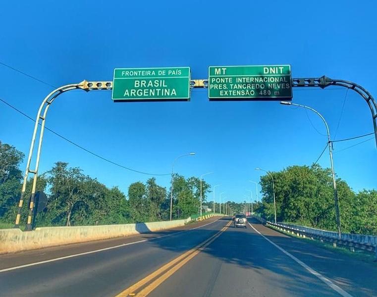 Ponte Tancredo Neves fechada e vazia