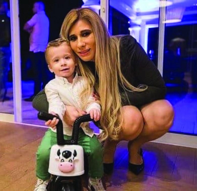 Ana Paula Palhota com seu pequeno Lorenzo