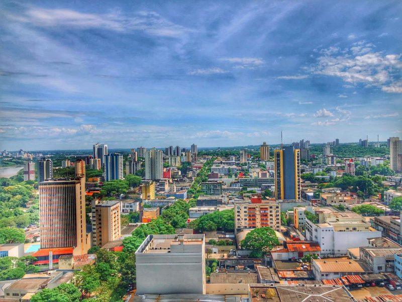 Cidade de Foz do Iguaçu vista de cima.