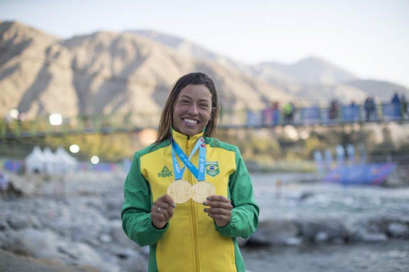 Ana Sátila com suas medalhas