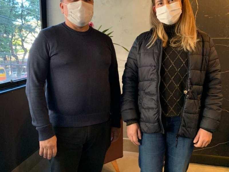 Adriana Izuka e Roberto Doldan pessoas por trás da imunização em Foz do Iguaçu