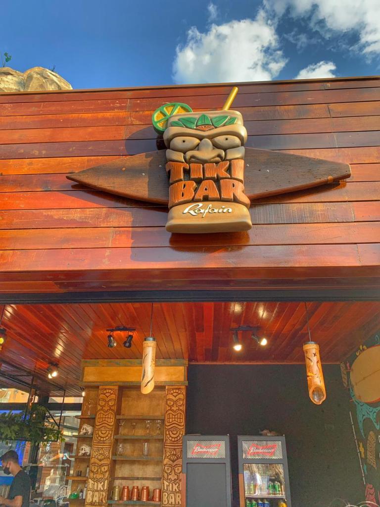 Máscara da fachada Tiki Bar