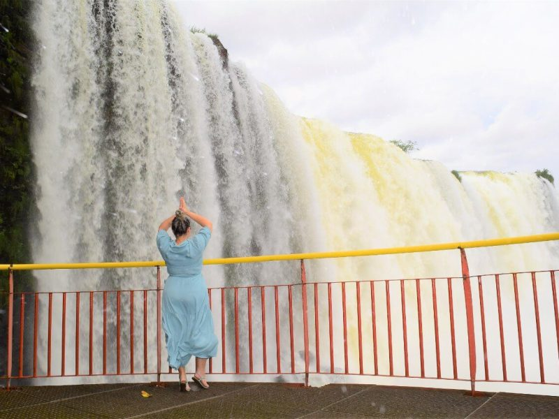turista-parque-nacional-cataratas-foz