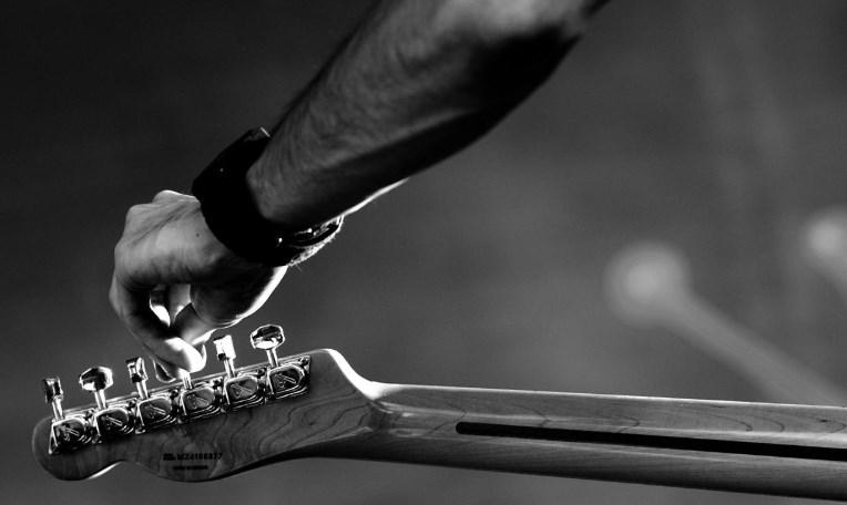 Cómo Afinar una Guitarra Eléctrica 🎸🎶