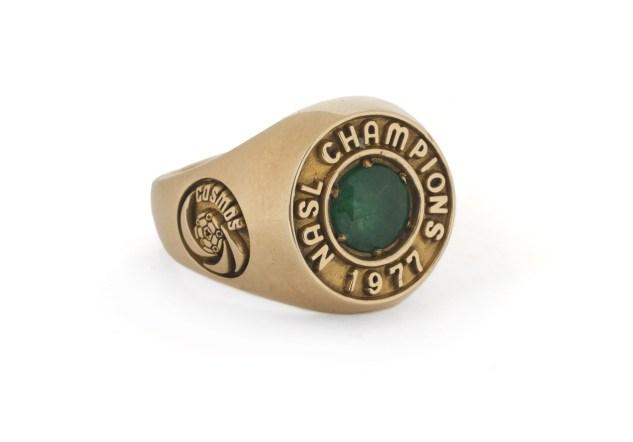 PELÉ 1977 NEW YORK COSMOS NASL CHAMPIONSHIP RING-1