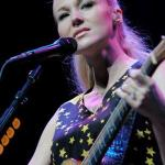 "JEWEL TO PREMIERE VIDEO FOR ""TWO HEARTS BREAKING"""