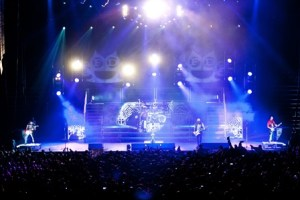 LIVE: FIVE FINGER DEATH PUNCH / PAPA ROACH wsg In This Moment – October 3, 2015 (Toledo, OH)