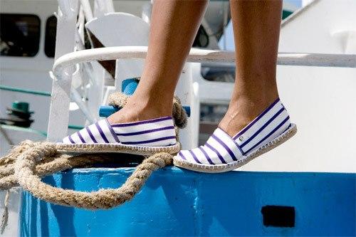 1c5463c4e8 1. Romantický plátené topánky - idoly nie sú prvé leto. Sú to papuče z  prírodných materiálov