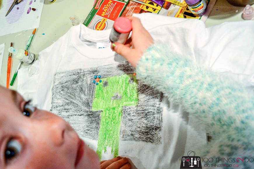Sandpaper crayon t-shirts, fabric printing with crayons, crayon & sandpaper t-shirts, kids crafts, crafting with kids