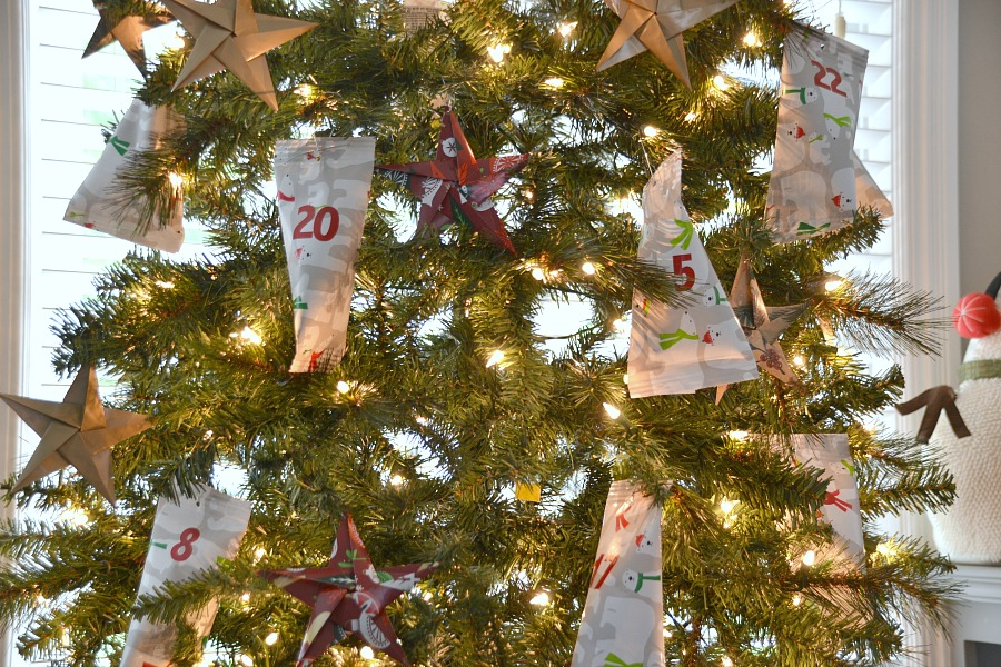 Easy DIY Advent Calendar, the easiest DIY Advent calendar going, advent calendar, gift wrap treats, treat ornaments