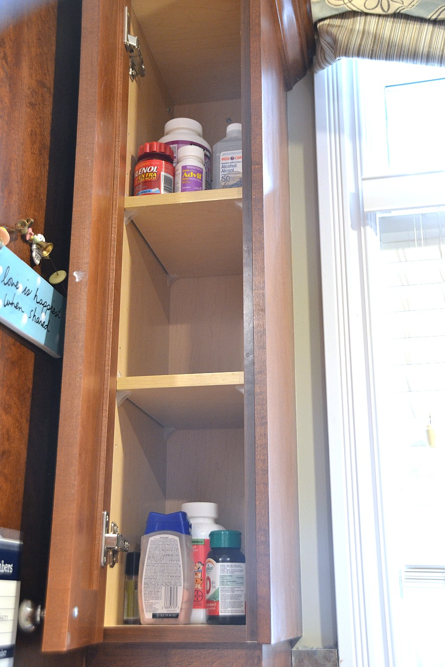Organizing the medicine cabinet, medicine cabinet organization, organizing medications, organizing kids medicine