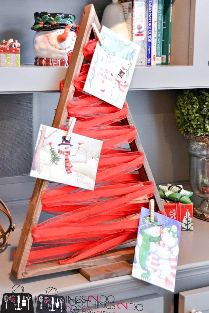 20 Simple Christmas DIYs, Christmas card display, greeting card display, Christmas DIY, Easy Christmas crafts, DIY Christmas decor