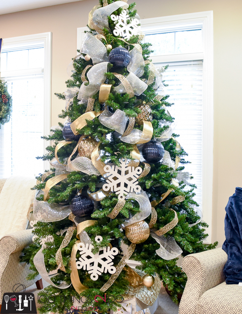 Navy Christmas Ornaments.Christmas Tree 2017 Navy Gold And White 100 Things 2 Do
