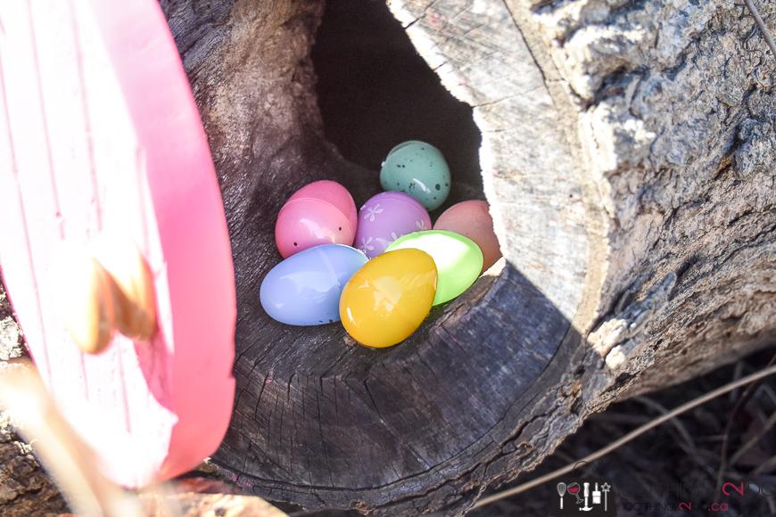 Easter Bunny Door, DIY Easter decorations, Easter Bunny, Easter fun, Easter decor, Easter DIY