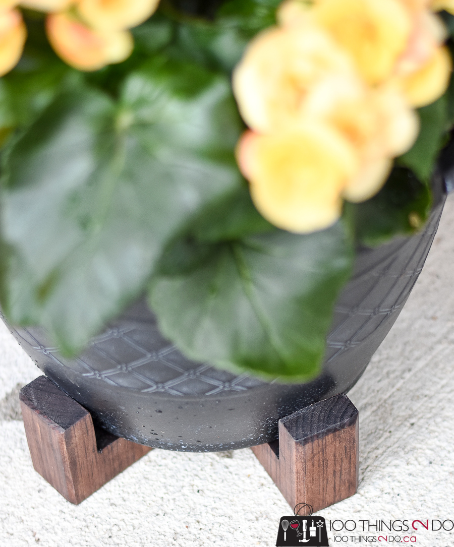 Pot feet, feet for planters, planter feet, deck planters, patio planters, garden pots