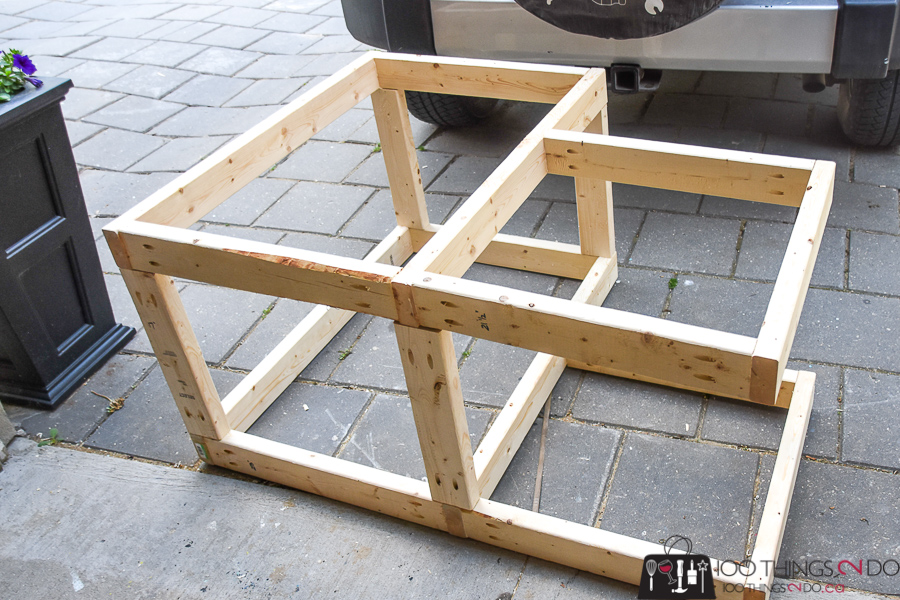 Building plans for a table saw stand, table saw station, table saw bench, table saw workbench