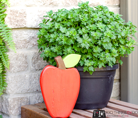 Back-to-school decor, classroom decor, classroom decorations, wood apple, apple decoration, scrap wood project