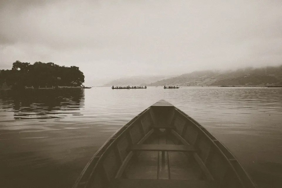 Paddling towards the temple island