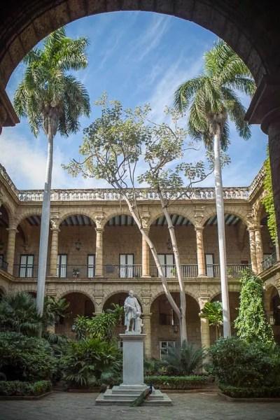 Palacio de los Capitanes Generales, Plaza de Armas