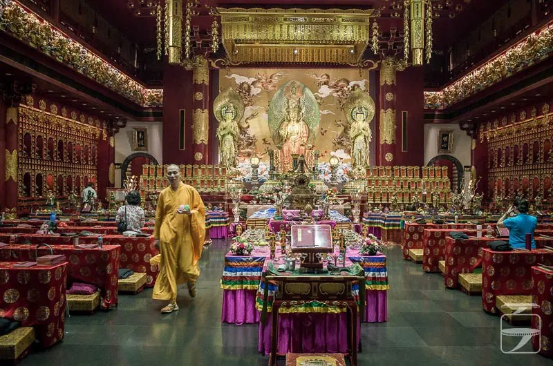 Buddha Tooth Relic Temple Singapore (the prayer hall)