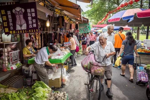 Market shoppers - Taipei street photography