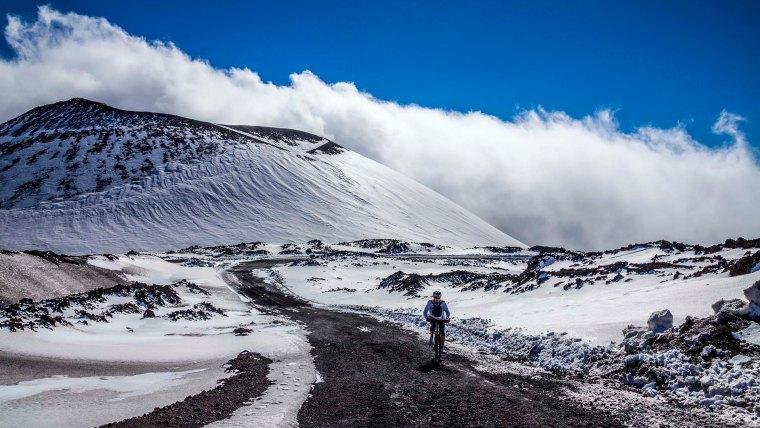 Escursione in mountai bike passando dal cratere Escrivà