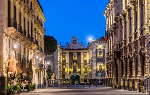 Via Etnea e il Duomo di Catania