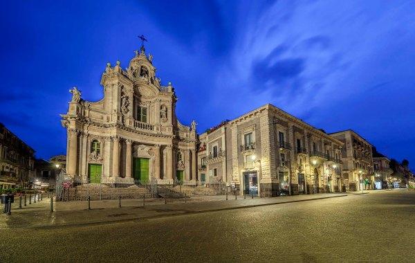 Catania via Etnea Basilica Collegiata e Palazzotto Biscari all'aurora