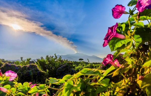 Etna, emissione di cenere vulcanica